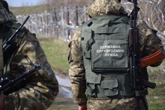 Двоє українців порушили зобов'язання сидіти на карантині і намагались втекти за кордон