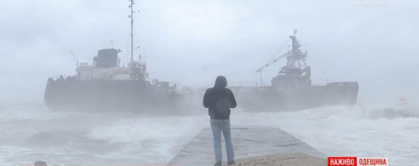 Кораблекрушение в Одессе: экипаж танкера, который отказывается от помощи, могут эвакуировать принудительно