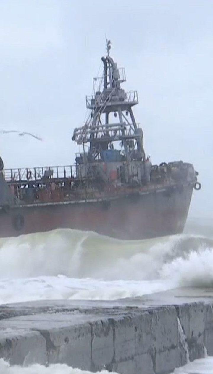 """Екіпаж судна """"Делфі"""", яке віднесло штормом, відмовляється від евакуації та допомоги"""