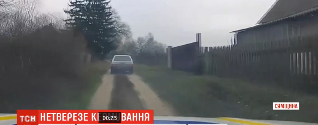 На Сумщине пьяный мужчина взял авто у товарища, чтобы научиться ездить. Видео