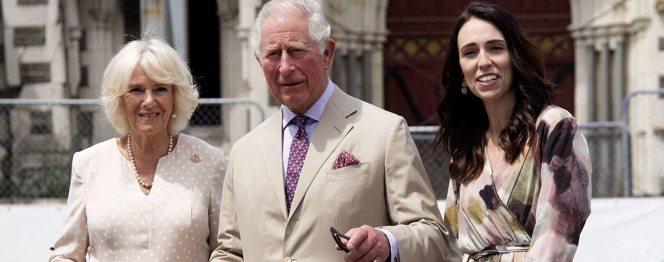 Старий-новий лук: герцогиня Корнуольська в гороховій сукні на зустрічі з прем'єр-міністеркою Нової Зеландії