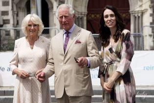 Старый-новый лук: герцогиня Корнуольская в гороховом платье на встрече с премьер-министром Новой Зеландии