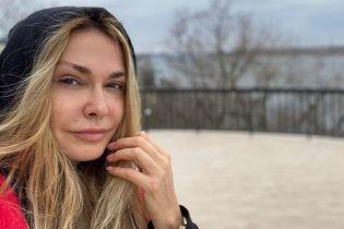 Без макіяжу на набережній: Ольга Сумська показала свою природну красу