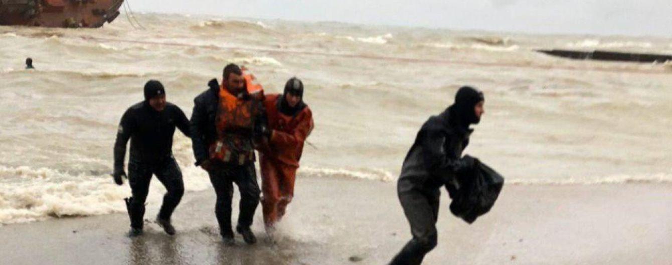 """""""Никто не хотел в шторм прыгать за борт"""": моряк с """"Делфи"""" рассказал о катастрофе возле Одессы"""