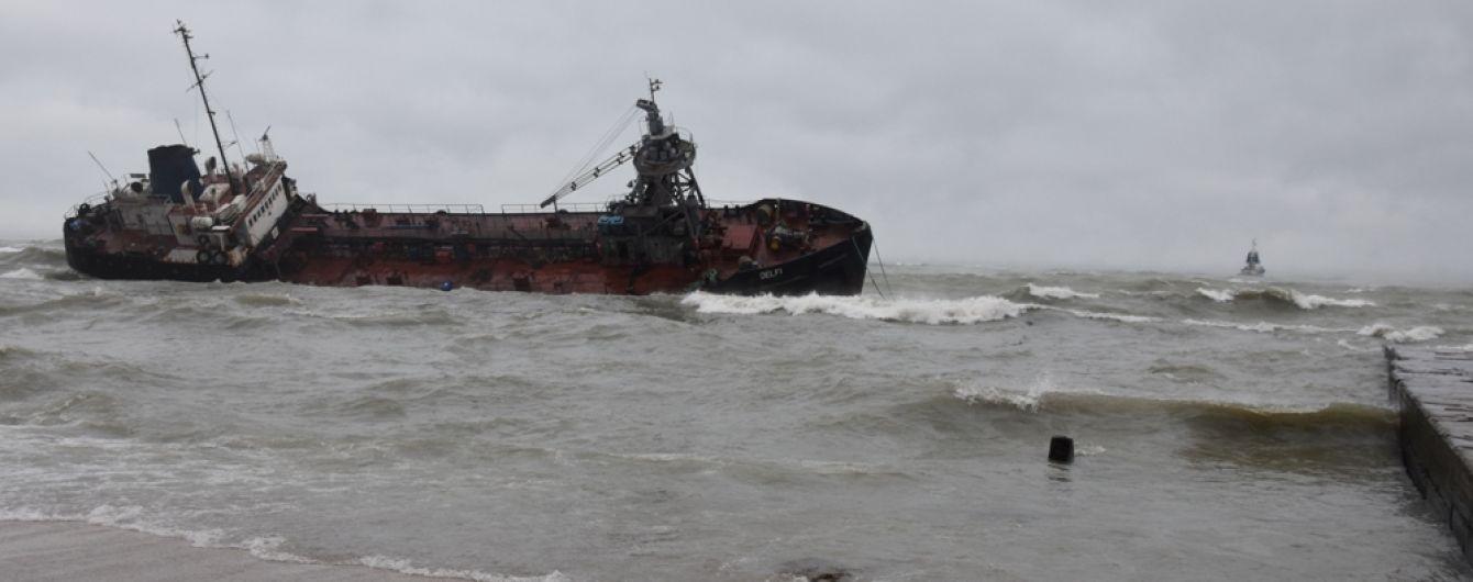 """Капитана танкера """"Делфи"""" достали без сознания. Водолазы провели беспрецедентную спасательную операцию"""