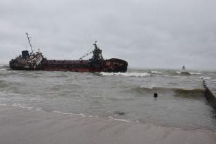 Екологічна загроза: через аварію танкера біля Одеси в Чорне море вилилися нафтопродукти