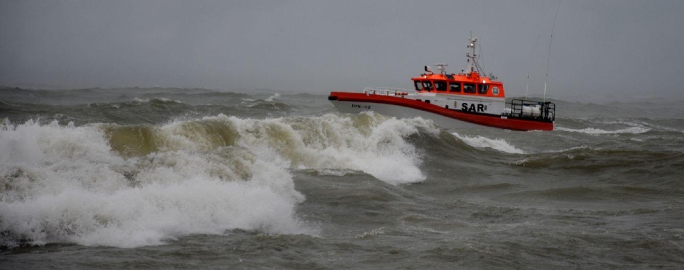"""Авария """"Делфи"""" в Одессе: вокруг танкера устанавливают боны, чтобы предотвратить загрязнение воды"""