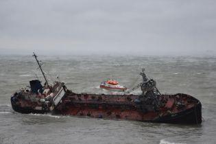 """У місці аварії танкера """"Делфі""""зменшився рівень забруднення морської води"""