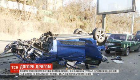 """Аварія на десятки тисяч доларів: на столичному Печерську вщент розбився """"Порше"""""""