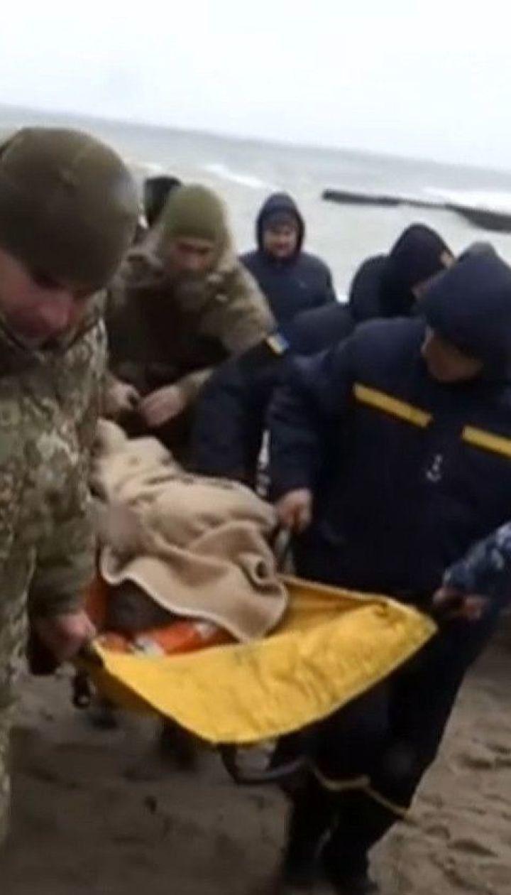 Безпрецедентна операція: моряків примусово врятували з танкера, який віднесло у відкрите море