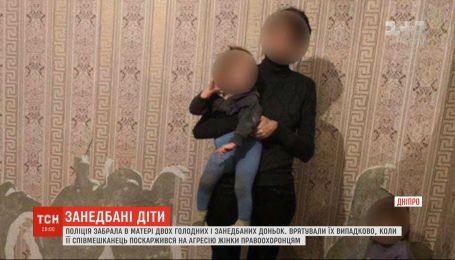 Їли папір та пінопласт: поліція забрала від матері двох голодних і занедбаних доньок