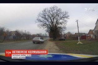 В Сумской области патрульные по полям и лесу гонялись за водителем, который был пьян и не имел удостоверения