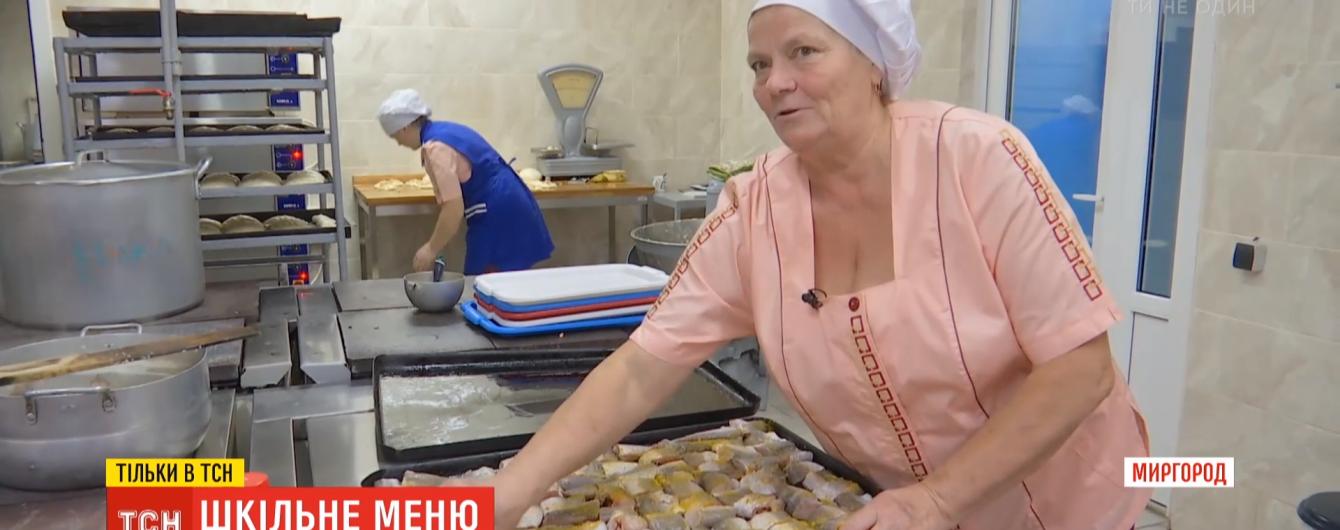 Кебаб, нагетси та бігос: як тестують у школах нове меню від кухаря Клопотенка