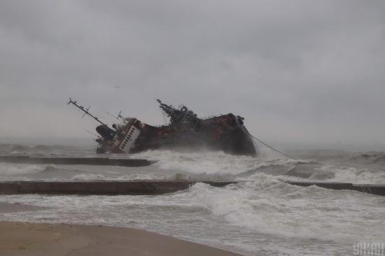 Танкер Delfi перед аварією довго стояв у морі без палива та з поламками. Опубліковано повну хронологію
