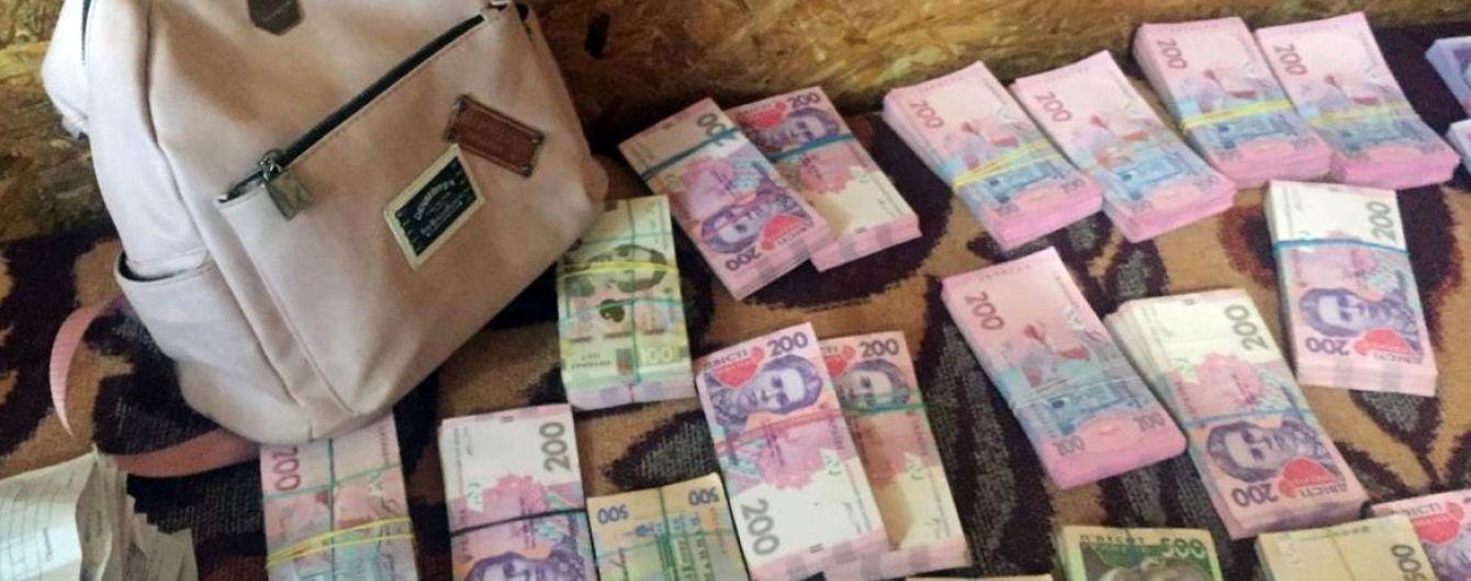 З окупованих територій через Станицю Луганську намагалися винести 600 тисяч гривень