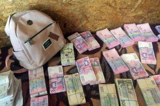 С оккупированных территорий через Станицу Луганскую пытались вынести 600 тысяч гривен