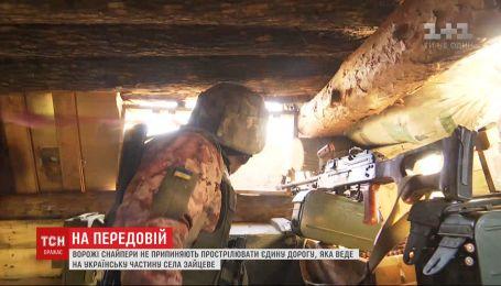 Вражеские снайперы простреливают дорогу к Зайцевому: наши защитники не могут дать отпор