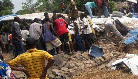 У Конго на житлові будинки впав пасажирський літак: є жертви