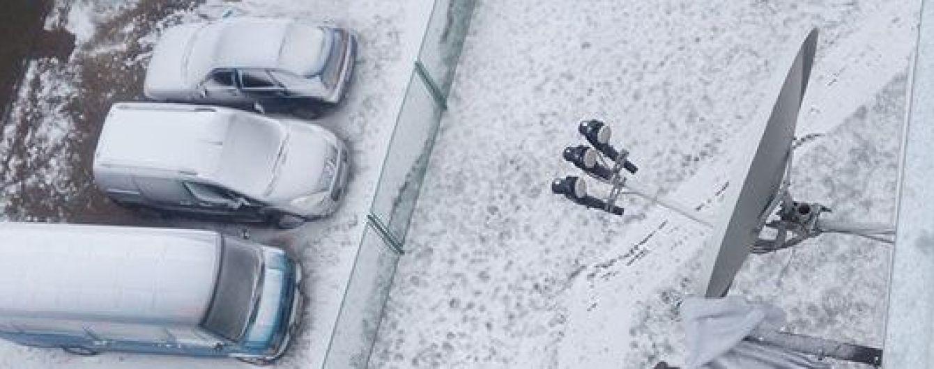 Во Львове выпал первый снег, фото публикуют в соцсетях