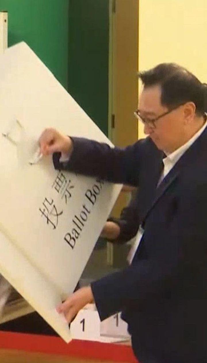 На фоне масштабных протестов в Гонконге состоялись местные выборы