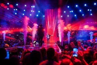 Стильные образы, выступление под потолком и дуэт с Потапом: как завершился концертный тур Олега Винника