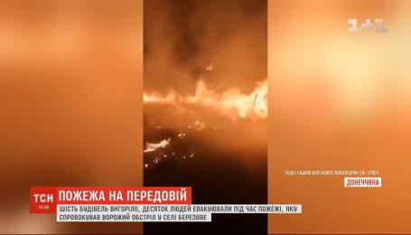 На Донеччині через обстріли окупантів масштабно горіло селище: шість будинків знищено