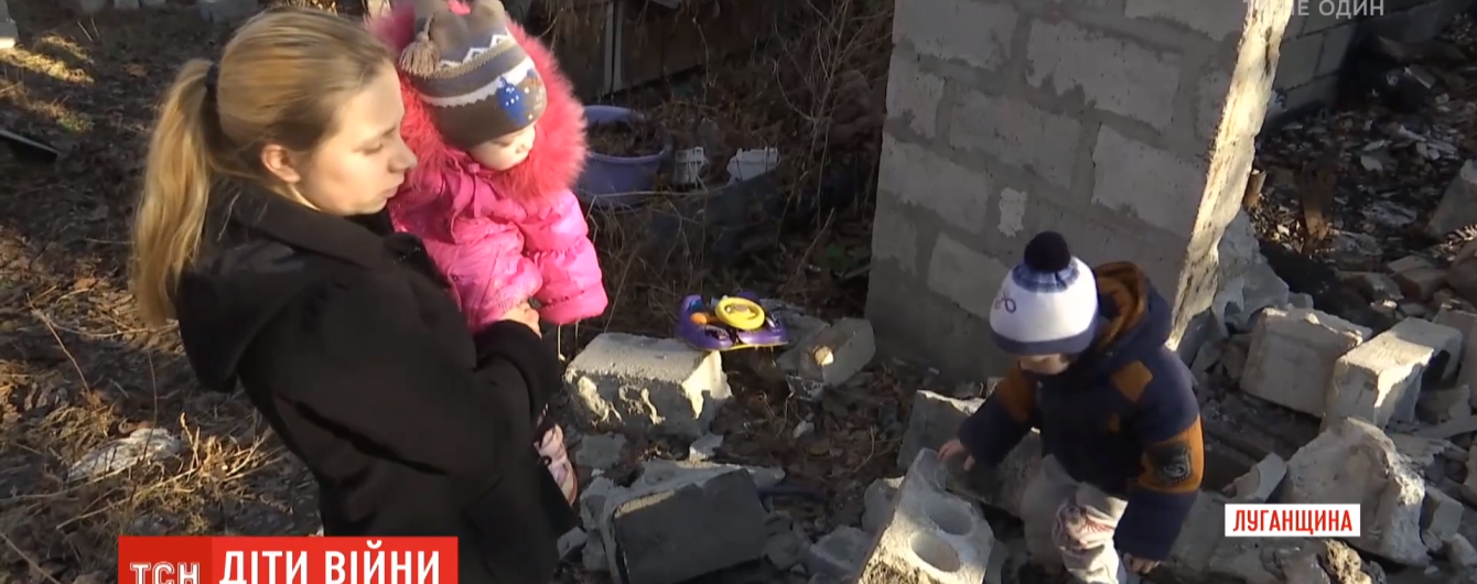 """""""Здесь безнадежность"""": у одинокой мамы с прифронтовой зоны на Луганщине могут забрать детей"""