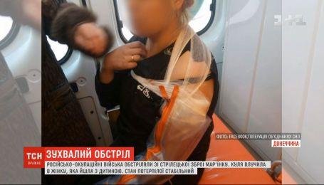 В Марьинке боевики поранили местную жительницу, которая гуляла с полуторагодовалым ребенком
