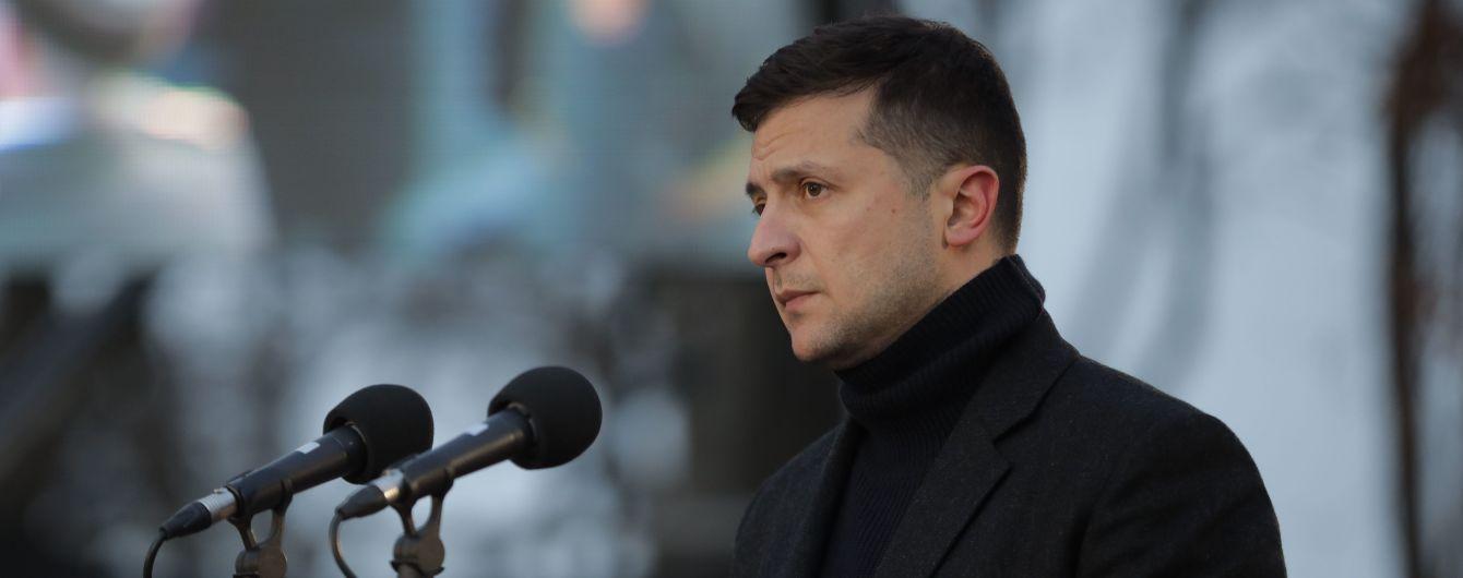 Зеленський з аеропорту попросив Уряд закрити борги по зарплатні перед лікарями і вчителями
