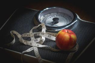 """Експеримент ТСН. Як зайву вагу """"лікують"""" хробаками, цвяхами, пліснявою та гіпнозом"""