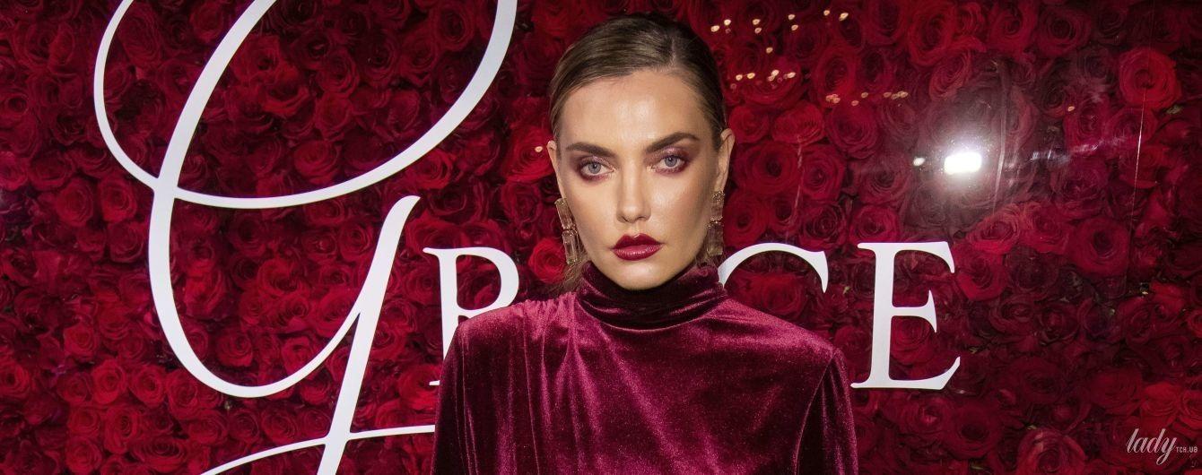 С разрезом до бедра: украинская модель Алина Байкова в эффектном луке на светской церемонии