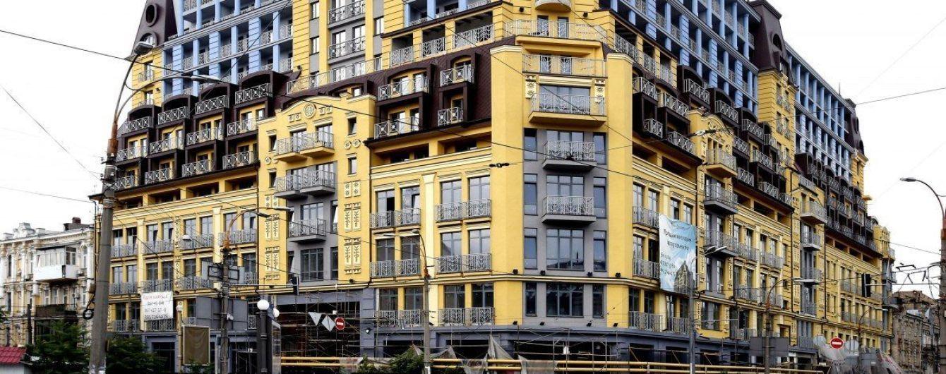"""Будівельна афера на Подолі. Власники квартир у """"монстрі"""" продають житло на поверхах, які мають знести"""