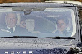 Розсікають на Range Rover: принцеса Беатріс зі своїм коханим потрапили в об'єктиви папараці
