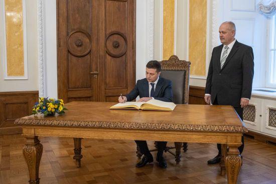 Зеленський підписав закон про ефективне використання земель оборони