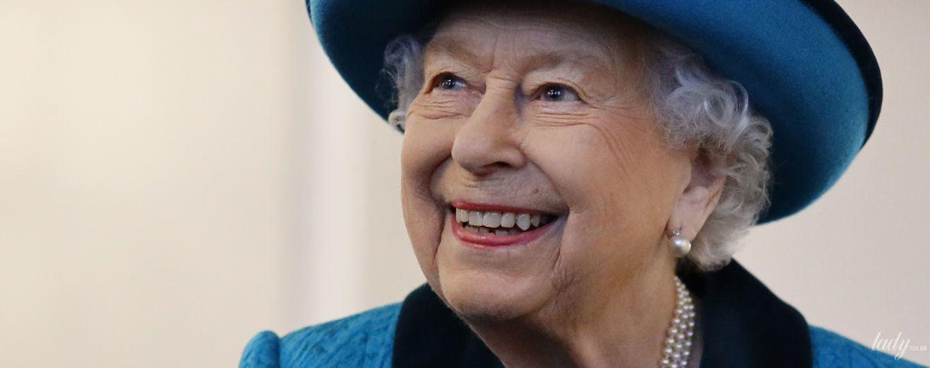Ах, какая красавица: 93-летняя королева Елизавета II вышла в свет в очередном ярком аутфите
