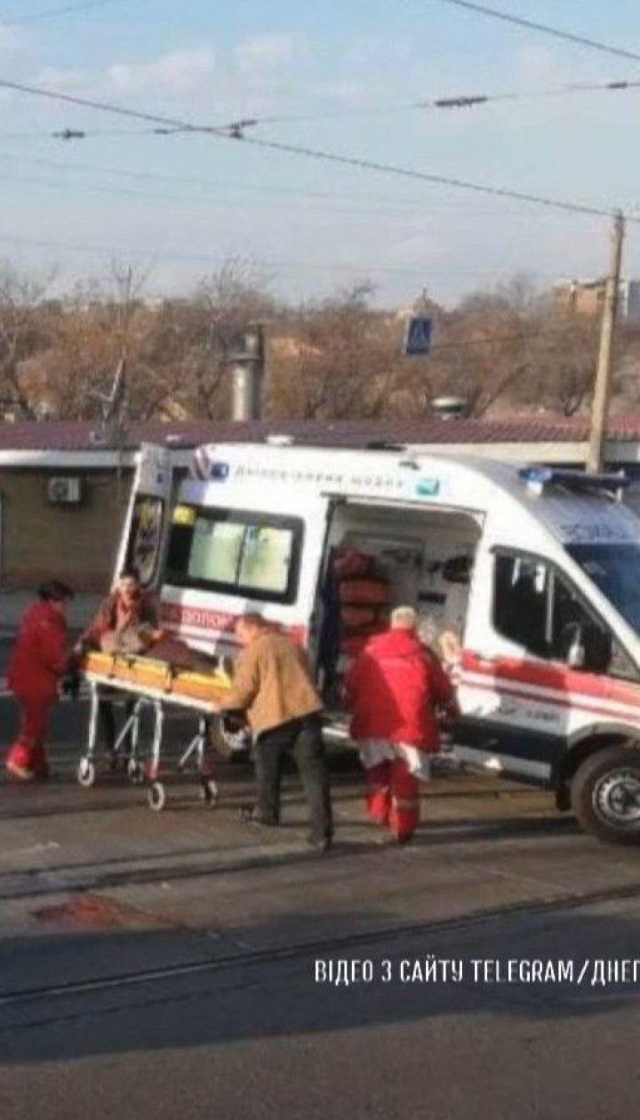 Легковушка сбила 38-летнюю женщину на пешеходном переходе в Днепре