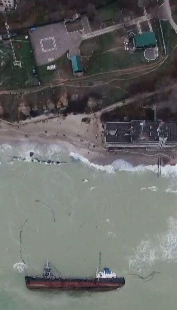 """Аварійний танкер """"Делфі"""" працював у відкритому морі нелегальною заправною станцією"""