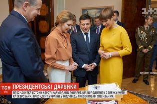Велосипед для президента: глава Эстонии сделала Зеленскому необычный подарок