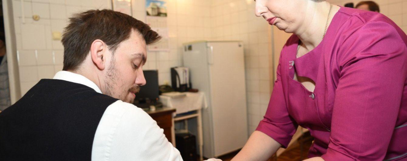 Гончарук зробив щеплення і оголосив про кампанію в Україні щодо вакцинації