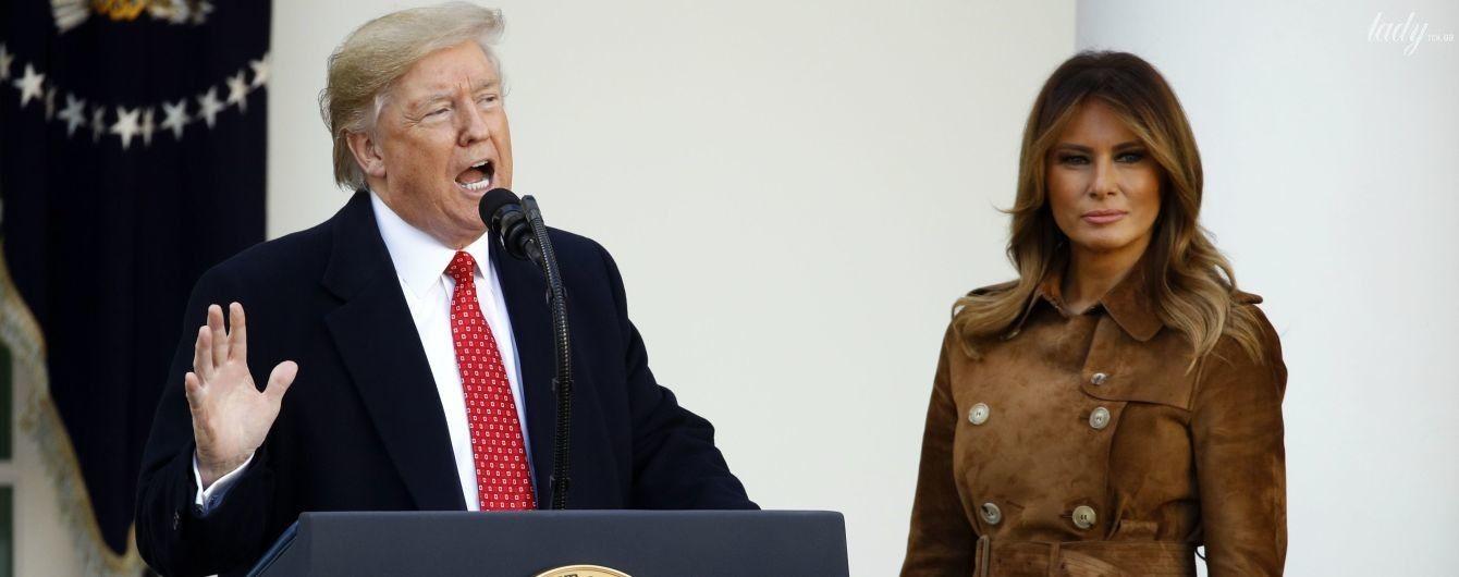 В замшевом пальто от Burberry: стильная Мелания Трамп на церемонии помилования индейки