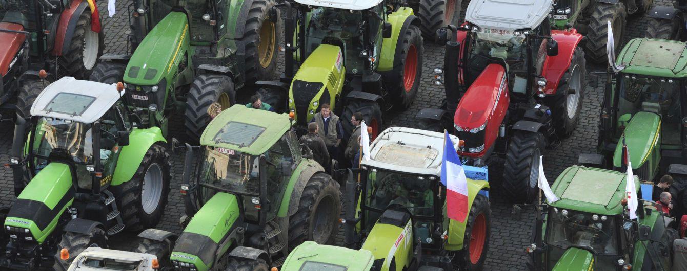 Французи на тракторах заблокували дороги до Парижа