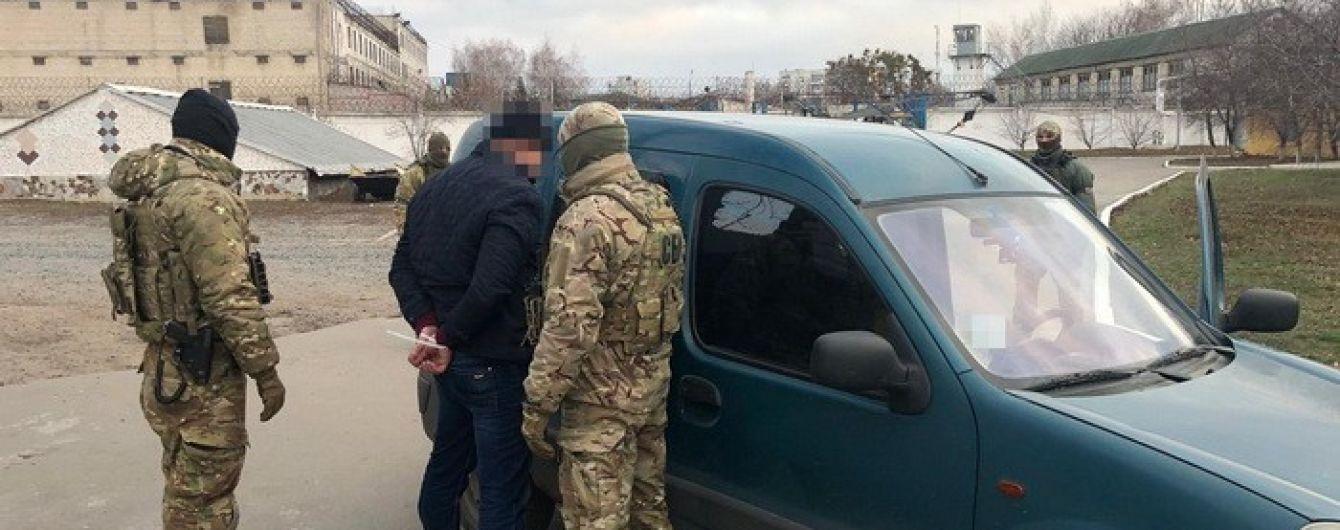 Руководители колоний в Харькове отбирали продукты у заключенных и продавали их магазинам
