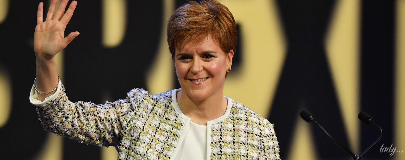 В твидовом костюме и с любимой укладкой: элегантный образ первого министра Шотландии