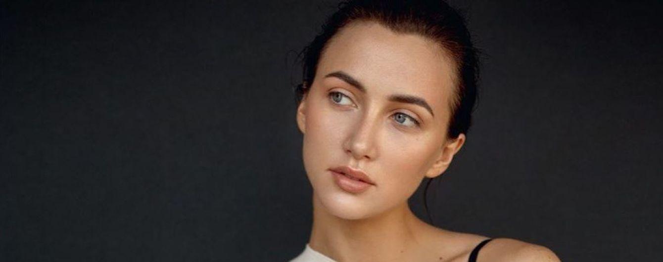 Тендітна Анна Різатдінова у спідній білизні прикрасила модний глянець