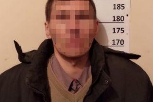 Заманил в заброшенное здание и изнасиловал: киевлянина подозревают в растлении 10-летней девочки
