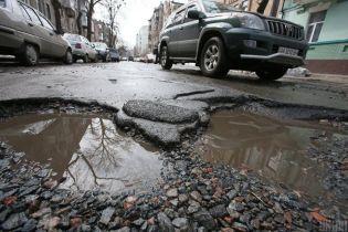 Водитель в Полтаве отсудил 18 тысяч за разбитое в яме авто