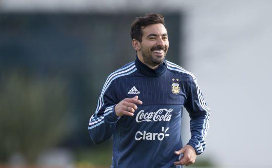 Відомий аргентинський футболіст оголосив про завершення кар'єри