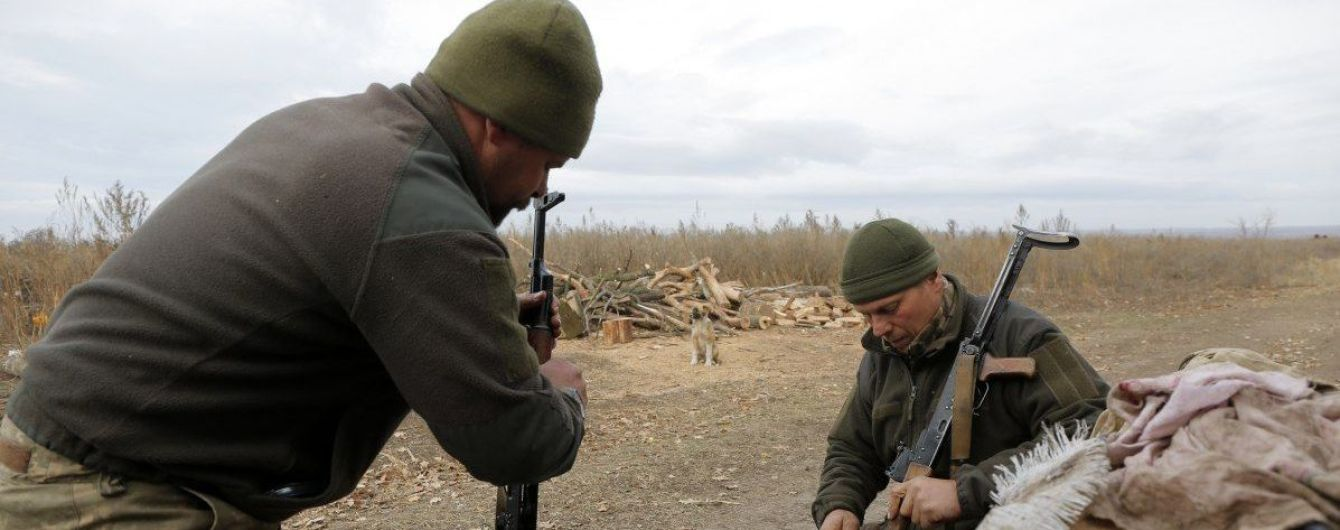 Терористи на Донбасі 8 разів обстрілювали українських захисників