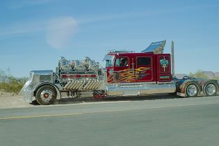 """Самый большой и """"безумный"""" грузовик в мире пустили с молотка за $12 млн"""