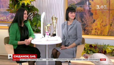 Нейл-мастер Ирина Позывайло повторила свой рекорд и нарастила 10 ногтей меньше, чем за 25 минут